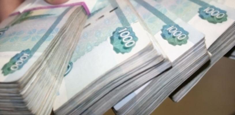 Омич в кофте с надписью «СибГУФК» с напарником отобрали у мужчины 4,2 млн рублей