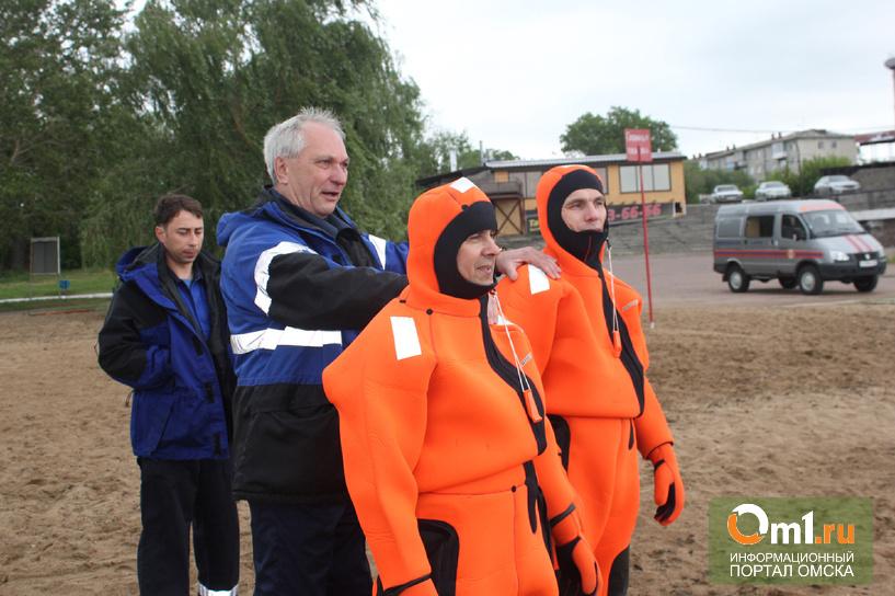 Омские спасатели сдали зачеты по спасению утопающих