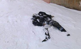 На окраине Омска прохожие наткнулись на труп мужчины на улице