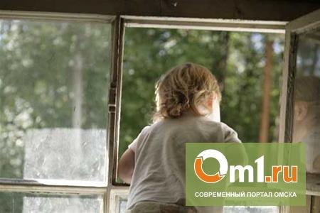 В Омске пятилетний мальчик выпал из окна пятого этажа