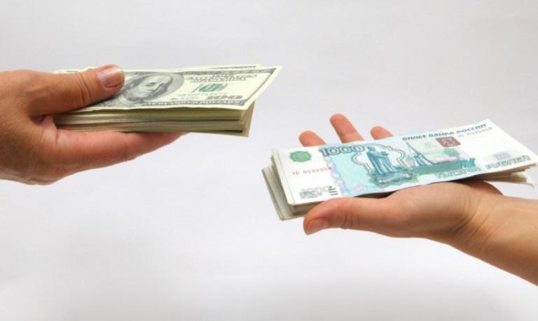 На фоне роста мировых цен на нефть курс доллара упал ниже 56 рублей