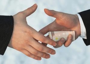 Омского чиновника будут судить за требование взятки в 500 тысяч рублей