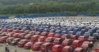 Омск попал в Книгу рекордов России благодаря составленному флагу из 225 автомобилей