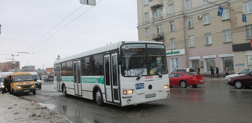 В Омске к Родительскому дню пустят дополнительные автобусы до кладбищ