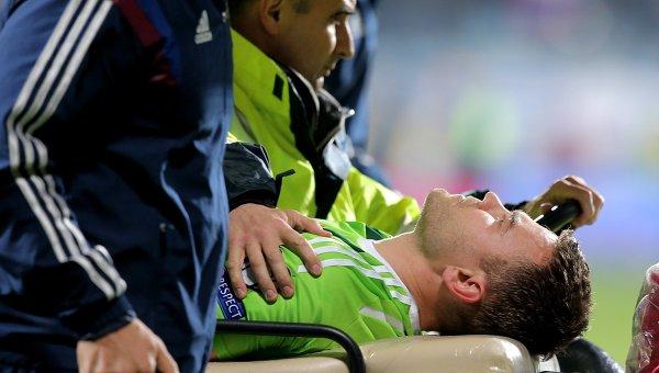 Такой футбол нам не нужен: фанаты Черногории покалечили вратаря Акинфеева и сорвали матч
