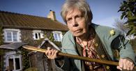 Омич несколько раз заклеивал замок 74-летней бабушки