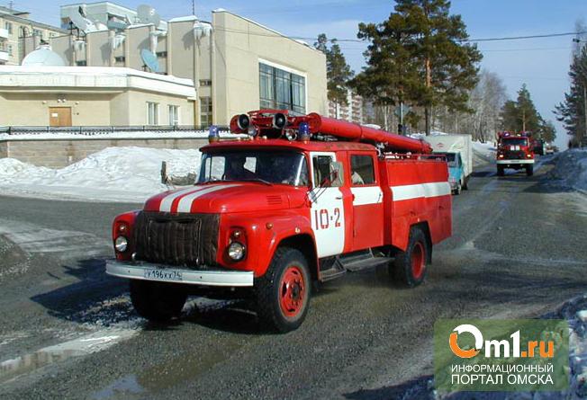 В Омске из горящего дома эвакуировали 23 человека
