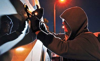 Пьяный омич хотел уйти от полиции на чужих «Жигулях», но застрял на трамвайных путях