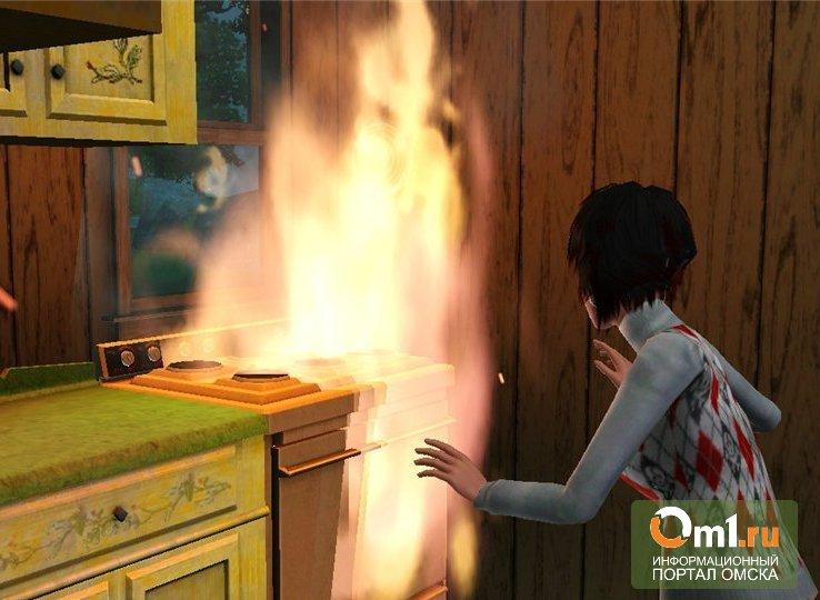 В омской пятиэтажке факелом вспыхнула еда: эвакуировано 25 человек