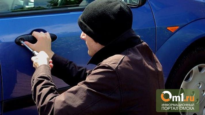 В Омской области бомж угнал машину Toyota Corolla