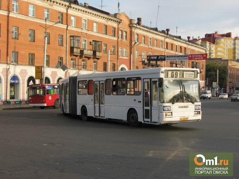 В Омске автобус-«гармошка» сбил пешехода