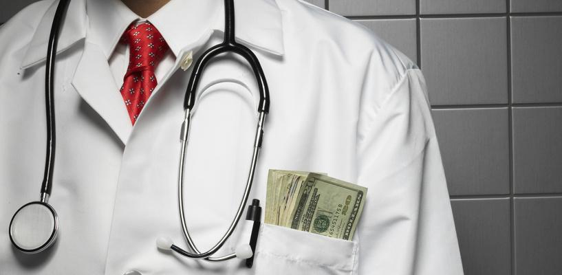В Омске осудили врача, бравшего взятки за оформление больничных