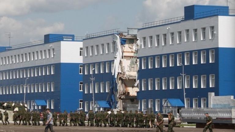 Еще один десантник, пострадавший во время обрушения казармы, скончался в Омске
