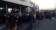 В Омске ищут любителя игрушек, по вине которого из аэропорта эвакуировали 800 человек