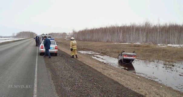 В Омской области автоледи перевернула машину: пострадал ребенок