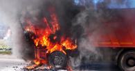 В Омске в дороге сгорел КаМАЗ и еще четыре авто