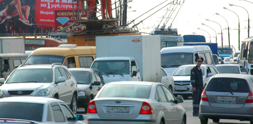 Пробки в Омске: затор на Лукашевича и перекрытая улица Ленина