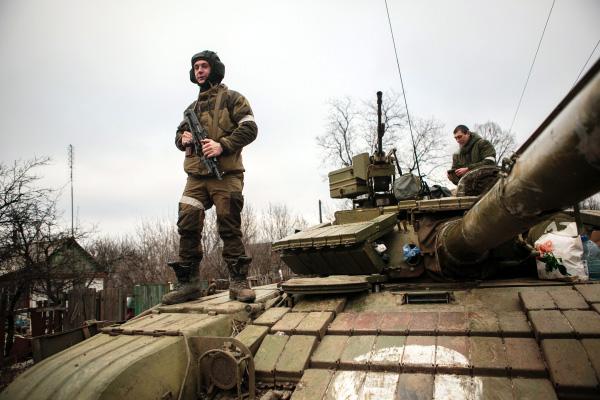 Ополченцы ДНР и ЛНР заявили о завершении отвода тяжелого вооружения