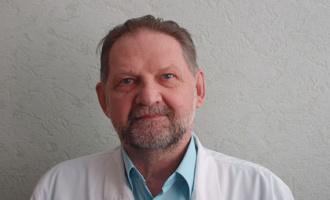 Детский хирург из Омска получил звание заслуженного врача России