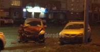 Лобовое столкновение в центре Омска: пьяный водитель протаранил Nissan