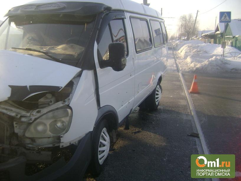 В центре Омска в ДТП попала пассажирская «Газель»