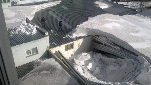 В Омской области из-за скопления снега в школе обрушилась крыша
