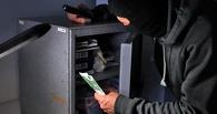 В Омске бывший охранник вскрыл сейф в вино-водочном магазине