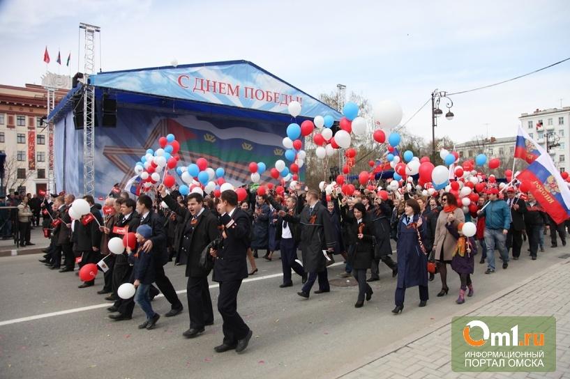 Со слезами на глазах: Омск празднует День Победы