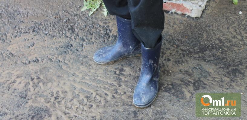 В Омске жителей дома по улице Серова из-за прорыва трубы залило кипятком