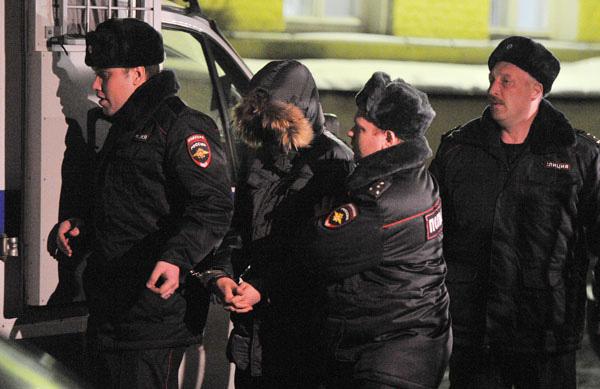 Московский школьник, застреливший учителя и полицейского, признал вину