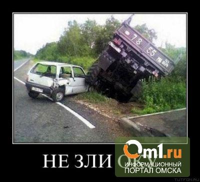 В Омске «Ока» столкнулась с пассажирской «Газелью»