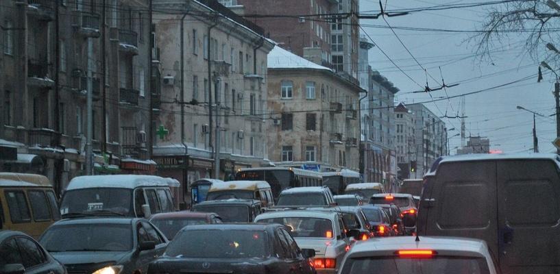 Пробки в Омске: ДТП на проспекте Мира и затор на Красном Пути