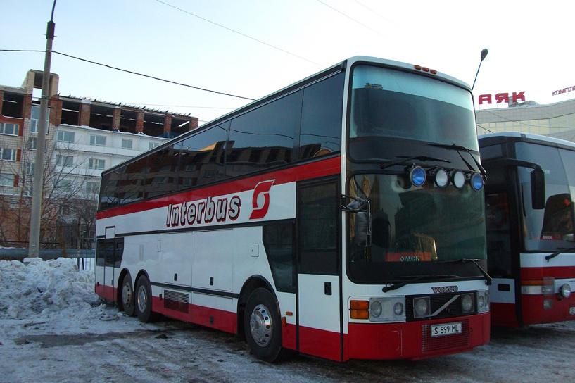 Омские приставы за долги арестовали пассажирский автобус из Казахстана