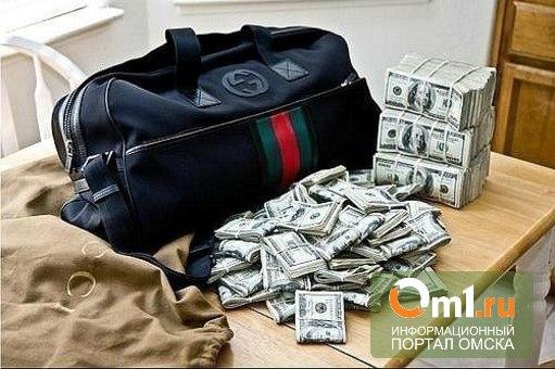 В Омске у дальнобойщика из Перми украли сумку с деньгами