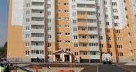 В Омске 14 бывших детдомовцев получили ключи от квартир
