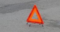 На трассе в Омской области водитель легковушки протаранил маршрутку