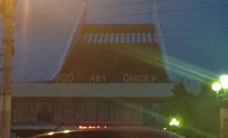 На Музыкальном театре установили гигантскую надпись в честь Омска