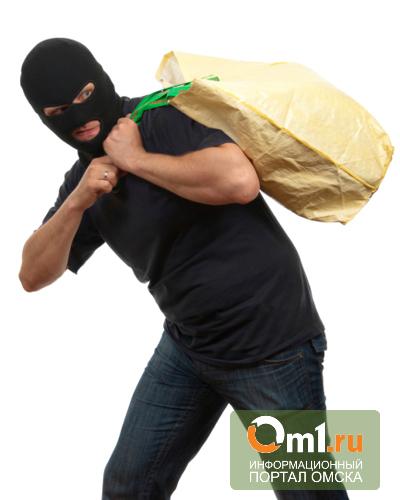 В Омской области трое сельчан таскали зерно из комбайнов