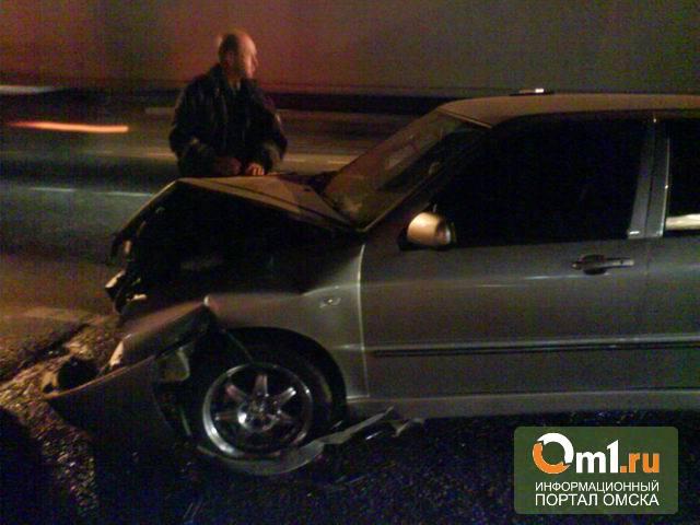 Автомобиль из Москвы, разбитый накануне в Омске, оказался угнанным