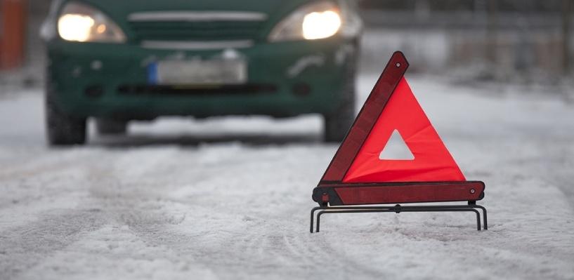 В Омской области «семерка» врезалась в Land Rover: пострадал ребенок