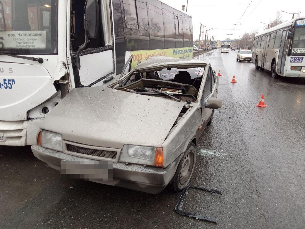 Автобус с40 детьми попал вДТП вПодмосковье