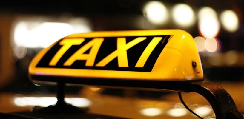 Решетки в салоне и камеры: как омским таксистам обезопасить свою жизнь