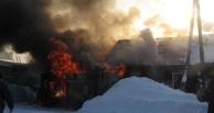 В Омской области пожарные успели спасти из горящего дома мужчину и двух его дочерей