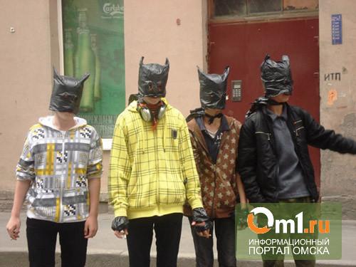 """В Омске вынесен приговор банде за кражу """"Энциклопедии. Лошадки"""" и """"Плейбой"""""""