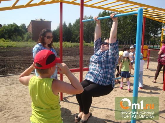 В Омске в очередном физкультурном минипарке посадят гарантийные деревья
