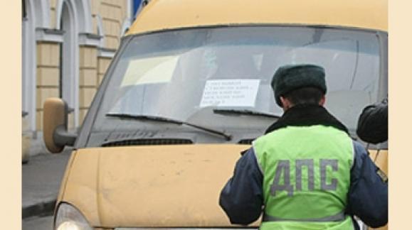 В Омске водитель маршрутки №305 возил пассажиров по поддельным правам