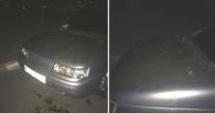 В Омске припаркованный автомобиль раскрасили фекалиями