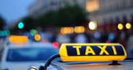 В Омске в аварию попали два автомобиля такси