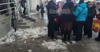 В происшествии с ледяной глыбой, упавшей на омичей, не нашли виновных