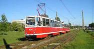 В Омске на остановке Долгирева пешехода переехало трамваем